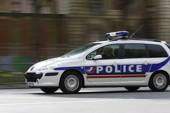 Xe cảnh sát đến hiện trường vụ khống chế