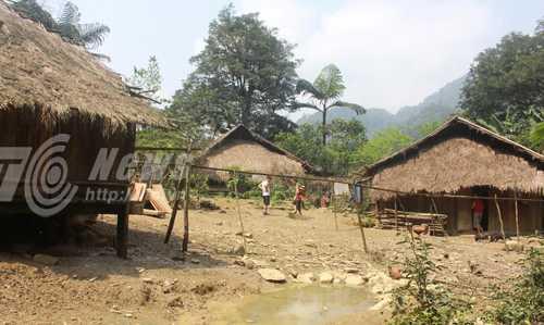 Bản Nậm Thuổng chỉ có 3 nóc nhà