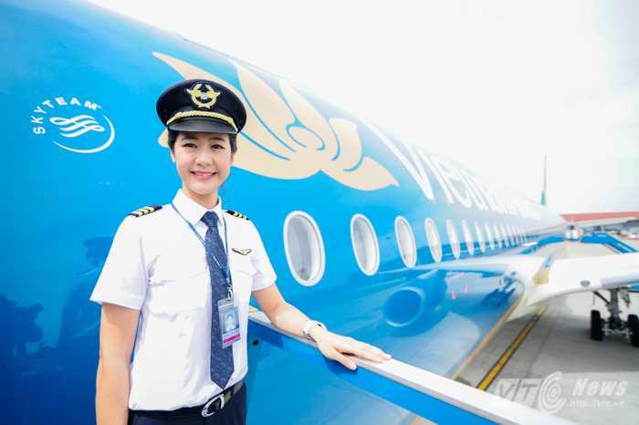 Huỳnh Lý Đông Phương – người sẽ trở thành nữ cơ trưởng đầu tiên của Hãng hàng không Vietnam Airlines (Ảnh: Tùng Đinh)