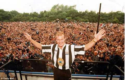Alan Shearer là cầu thủ người Anh đầu tiên có giá vượt ngưỡng 10 triệu bảng