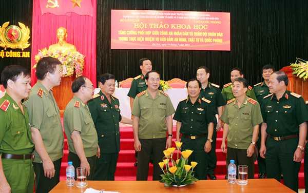 Các nhà khoa học, nhà nghiên cứu, các tướng lĩnh, sỹ quan Công an nhân dân và Quân đội nhân dân tham dự Hội thảo
