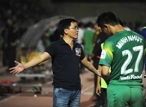 Trưởng đoàn HAGL bức xúc vì bàn thắng của FLC Thanh Hóa