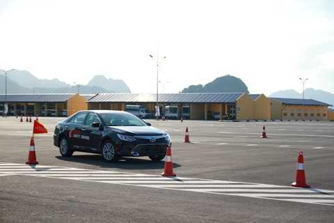 Khóa đào tạo lái xe an toàn cho học viên từ Cục CSGT vừa diễn ra tại Hà Nam