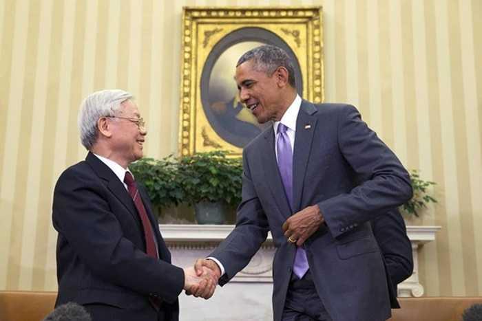Tổng thống Obama bắt tay Tổng Bí thư Nguyễn Phú Trọng trong cuộc gặp ở Nhà Trắng