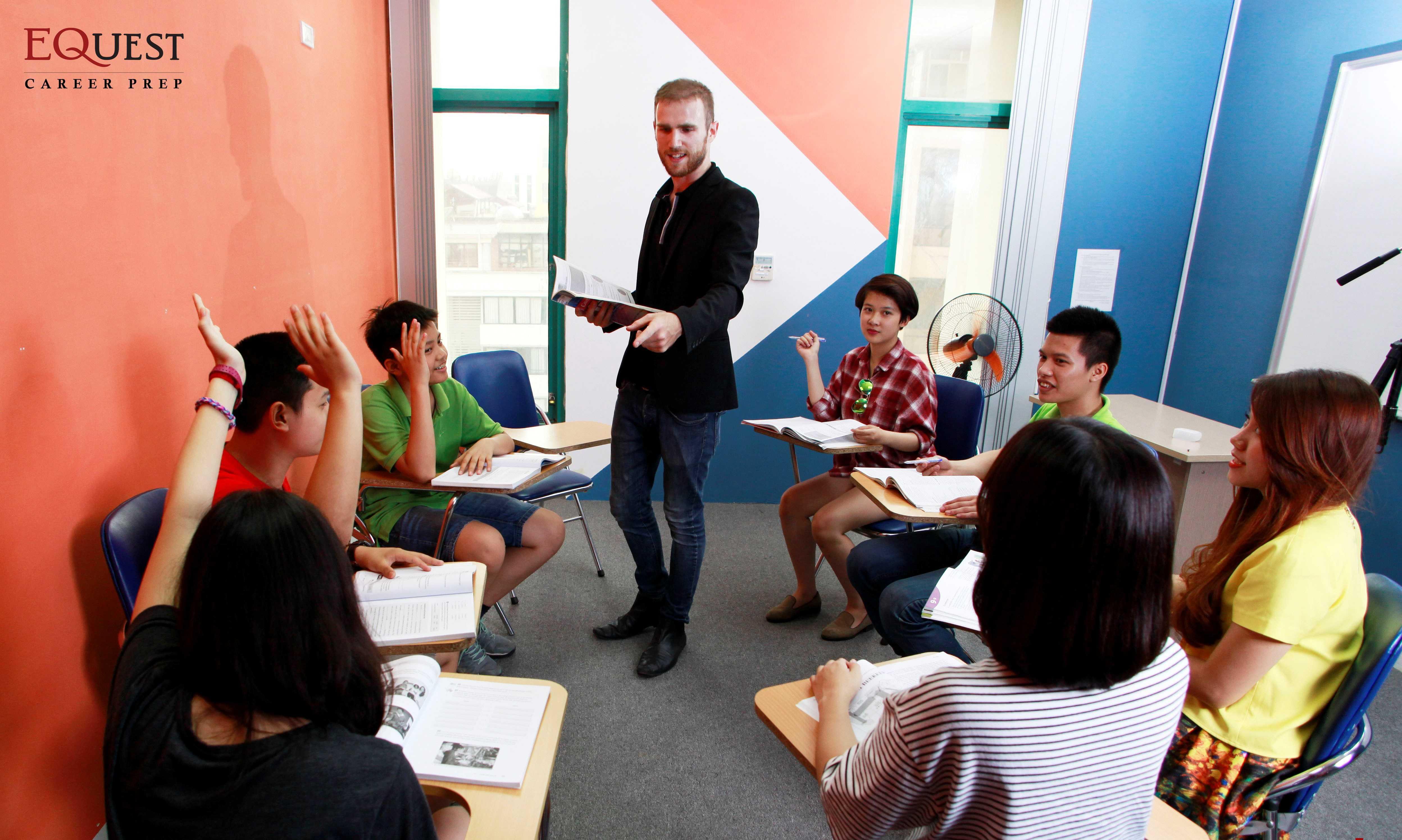 Tham dự khóa học, các học viên sẽ được giao tiếp với người bản ngữ.