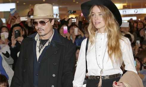 Johnny Depp (trái) và Amber Heard phải đối mặt với những hình phạt nghiêm khắc của tòa án Australia vì mang chó cưng bất hợp pháp vào nước này.