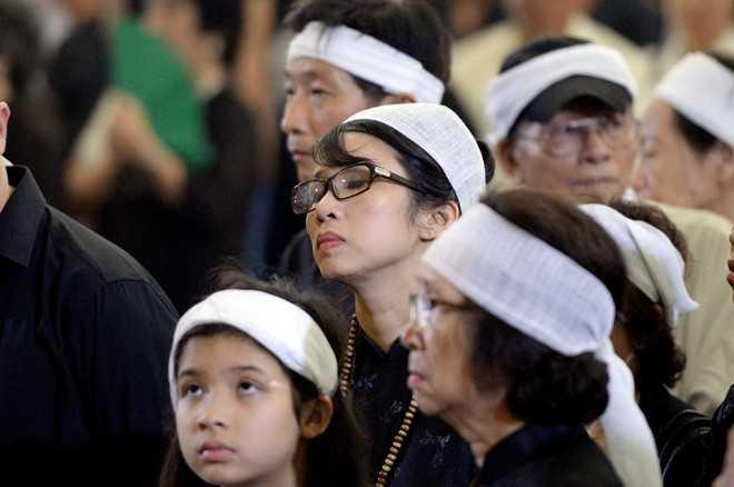 MC Mỹ Linh nén đau thương để cùng gia đình lo chu toàn đám tang cho bố. Trên trang cá nhân, nữ MC viết: