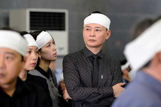 Diễn viên Tùng Dương - cháu của nghệ sĩ Đình Quang - bàng hoàng trước sự ra đi của bác. Trên trang cá nhân, anh viết: