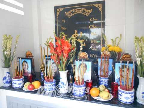 6 nạn nhân được an táng tại Nghĩa trang hoa viên Bình Dương (tỉnh Bình Dương). Ảnh: Phan Cường