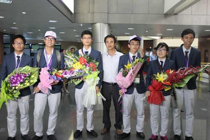 6 học sinh trong đoàn Olympic Toán học.