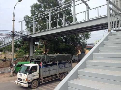 Cầu vượt bộ hành có tổng chiều dài 22,2 mét, rộng 3,3 mét