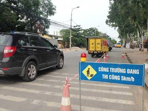 Đơn vị thi công cho biết, ở một số hạng mục chỉ thi công được sau 12h đêm để đảm bảo an toàn cho người tham gia giao thông
