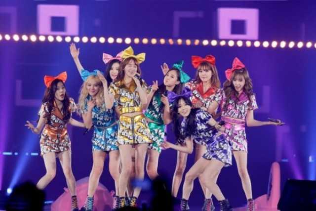 SNSD (So Nyeo Shi Dae) có tên tiếng Anh là Girl's Generation. Điều này mang ý nghĩa là thời đại của các cô gái, đã đến lúc để nữ giới chiếm lĩnh cả thế giới.Fan của nhóm nhạc nữ nổi tiếng nhất xứ Hàn SNSD được gọi là SONE. SONE có phát âm là So won (điều ước) trong tiếng Hàn, và cũng có thể đọc là So One - ý chỉ SNSD và các fan luôn là một, tổng hòa không thể chia cắt.