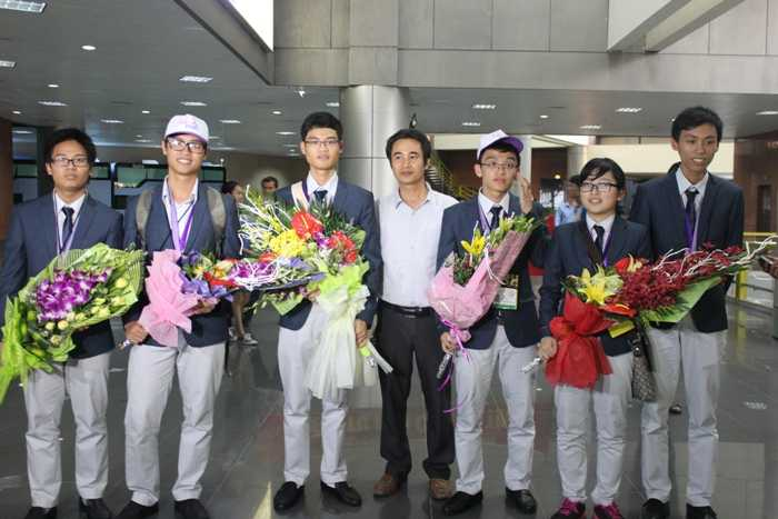 Đoàn học sinh Việt Nam tham dự IMO 2015