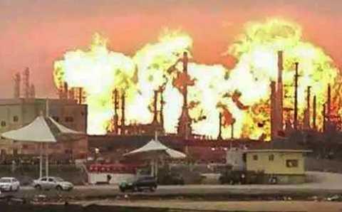 Ngọn lửa bốc lên dữ dội sau tiếng nổ
