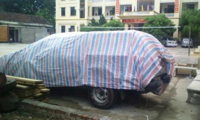 Chiếc xe bán tải gây tai nạn đang bị tạm giữ tại trụ sở công an huyện Anh Sơn để phục vụ công tác điều tra - Ảnh: Thành Tiến