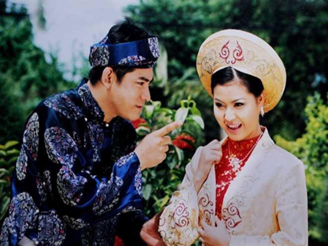 """Sự xuất hiện của Huỳnh Anh Tuấn vào những năm 1990 đã mang lại """"làn gió mới"""" cho nền điện ảnh Việt. Gương mặt nam tính giúp anh tạo được nét """"duyên"""" với khán giả và bỗng chốc trở thành ngôi sao màn bạc với hàng trăm tập phim truyền hình lớn nhỏ."""