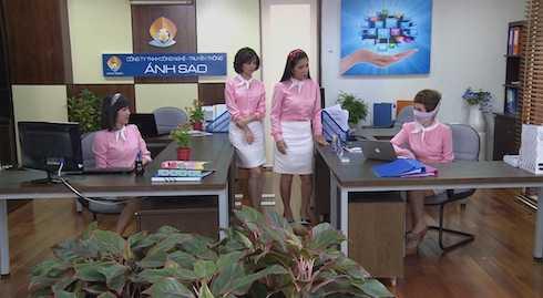 Thu Trang làm 'bà cô văn phòng' chanh chua.
