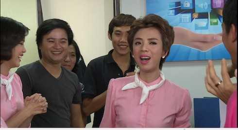 Thu Trang hạnh phúc vì được tổ chức sinh nhật bất ngờ.