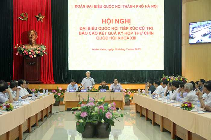 Rất nhiều cử tri đã đến lắng nghe những chia sẻ của Tổng bí thư Nguyễn Phú Trọng (Ảnh: Phạm Thịnh)