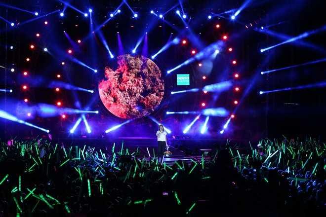 Live Concert Heart Beat thu hút hàng chục nghìn fan hâm mộ có mặt và cháy hết mình cùng Mỹ Tâm.