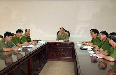 Ngày 18/7, Đại tướng Trần Đại Quang, Ủy viên Bộ Chính trị, Bộ trưởng Bộ Công an chỉ đạo tập trung lực lượng điều tra, khám phá vụ án nhanh nhất.