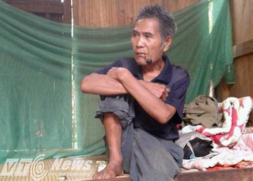 Ông Lô Văn Bình quá đau đớn khi hay tin đứa cháu gọi mình là bác lại ra tay tàn độc với 4 người thân của ông - Ảnh Minh Hải