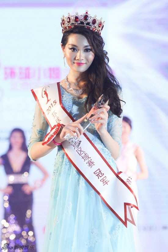 Lang Chấn Nam 20 tuổi vừa đăng quang Hoa hậu Hoàn vũ Trung Quốc 2015              diễn ra ở Bắc Kinh. Nhưng nhan sắc của cô không được đánh giá cao. Nhiều              ý kiến cho rằng, gương mặt cô bành, cằm vuông, thiếu sự mềm mại, quyến              rũ của một nữ hoàng sắc đẹp.