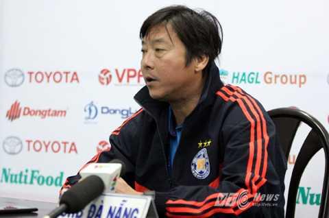 HLV Lê Huỳnh Đức dành sự tôn trọng tới các cầu thủ trẻ HAGL