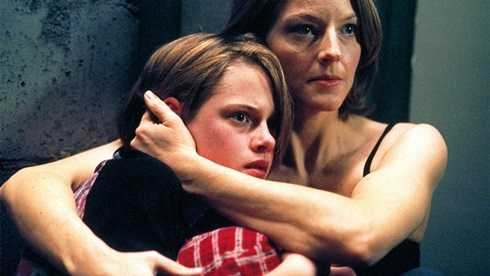 Tiếp đó, cô tham gia bộ phim kinh dị 'Căn phòng khủng khiếp' (2002)