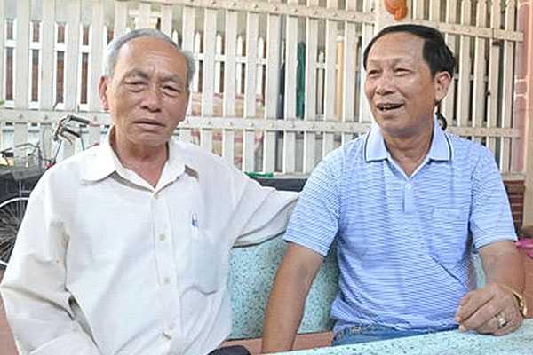 Ông Xuân (phải) vẫn còn nhớ rất rõ về vụ không tặc máy bay Việt - Ảnh: Hoàng Anh