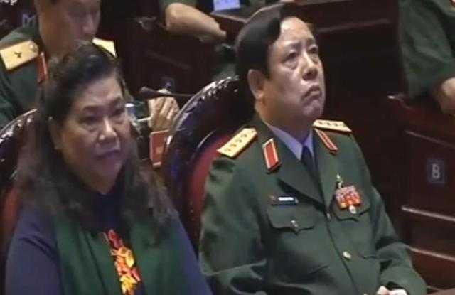 Lúc 20h tối nay (27/7), Đại tướng Phùng Quang Thanh đã có mặt tại Hội trường Bộ Quốc phòng để tham dự chương trình Khát vọng đoàn tụ được truyền hình trực tiếp trên kênh VTV1 của Đài Truyền hình Việt Nam. (Ảnh: QT)