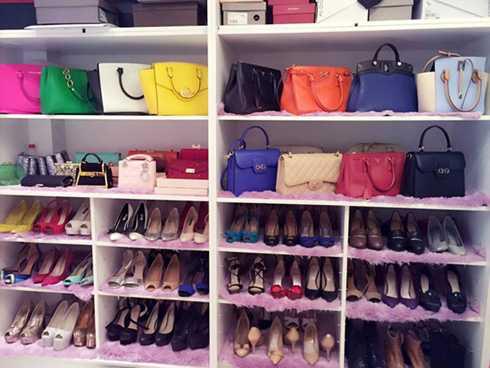 Hot girl Sài thành thể hiện sự cầu kỳ, tỉ mỉ trong khoản bố trí, sắp đặt bộ sưu tập thời trang cá nhân.