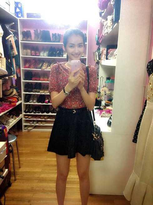 Số lượng quần áo, giày dép của Trúc Diễm không ngừng tăng lên theo thời gian.
