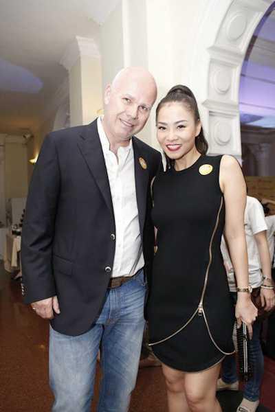 Chồng Thu Minh tháp tùng vợ đi sự kiện.