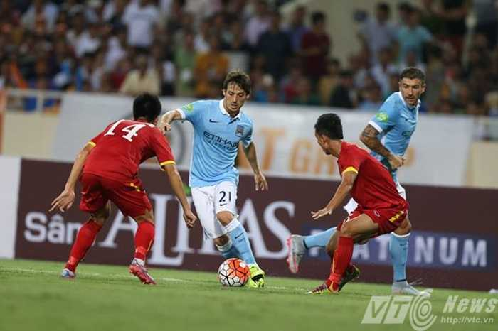 David Silva là cầu thủ được quan tâm nhất của Man City (Ảnh: Hoàng Tùng)