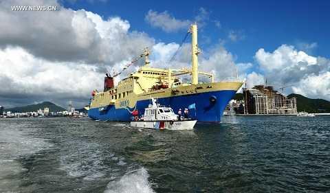 Tàu du lịch Coconut Princess Trung Quốc dùng đưa du khách tới Hoàng Sa của Việt Nam