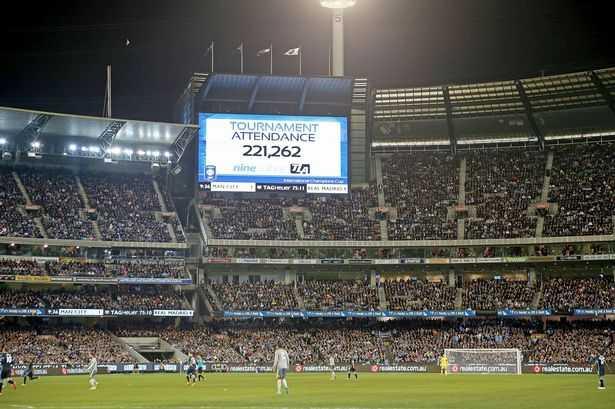 Tổng lượng khán giả Man City trong cả chuyến du đấu: 221.262