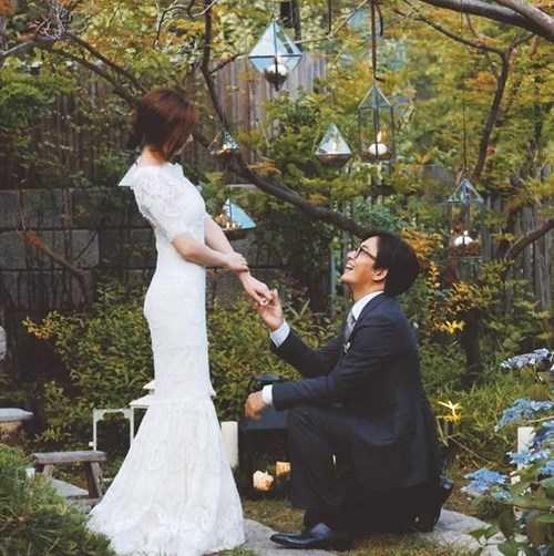 Tấm ảnh cưới được Bae Yong Joon đăng trên trang cá nhân