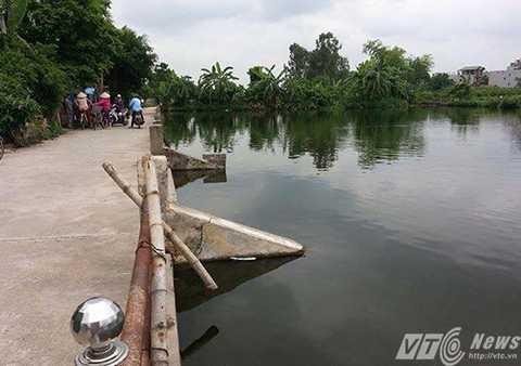 Vị trí hồ nước trong thôn Dương Đá, nơi phát hiện thi thể bé trai