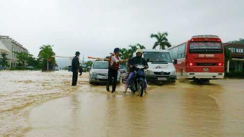 Quảng Ninh chìm trong mưa lũ