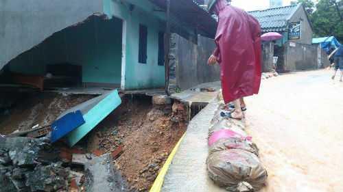 Tình trạng sạt lở nguy hiểm tại Quang Ninh do mưa lũ