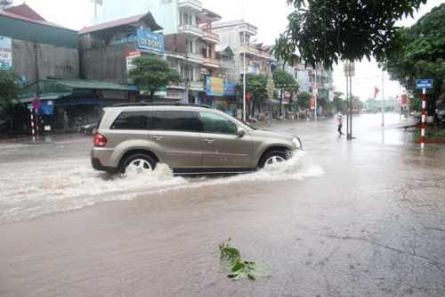 Nhiều tuyến đường tại TP Móng Cái ngập nặng