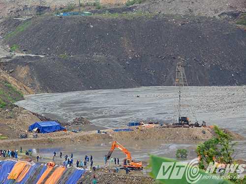 TP.Cẩm Phả đang lo ngại nguy cơ vỡ đập 790, phường Mông Dương, các lực lượng chức năng đang gia cố bờ đập.
