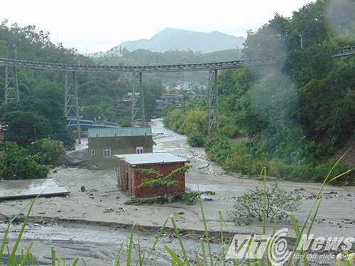 TP.Cẩm Phả huy động các lực lượng chức năng di dời gần 900 có nguy cơ cao ảnh hưởng ngập lụt nếu xảy ra vỡ đập 790.