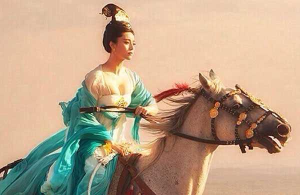 Trước khi ra rạp, hình ảnh hậu trường cảnh nóng của Phạm Băng Băng trên lưng ngựa gây chú ý cao độ.