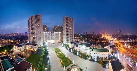"""Là một trong số ít các khu đô thị được mệnh danh """"đáng sống bậc nhất Việt Nam"""" với các tiện nghi, dịch vụ sang trọng, tiêu chuẩn dịch vụ 5 sao, kèm theo không gian mở lấy trọng tâm là quảng trường Châu Âu rộng 30.000m2, Vinhomes Royal City được nhiều người dân lựa chọn cho một phong cách sống hiện đại và thời thượng tại thủ đô Hà Nội."""