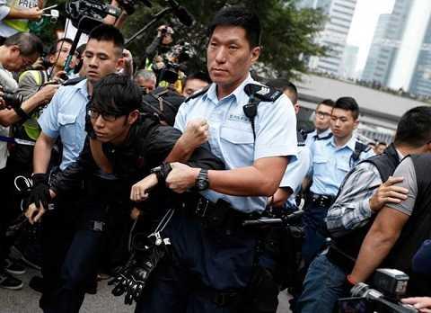 Những người biểu tình quá khích bị cảnh sát Hong Kong bắt giữ