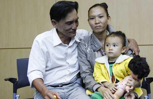 U60 Thương Tín bên người vợ trẻ ngoài 20 tuổi