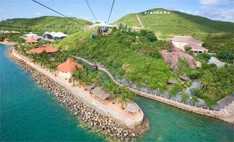 Chủ nhân của 50 ý tưởng xuất sắc nhất cuộc thi sẽ được tài trợ hoàn toàn để tham dự Trại hè VinCamp 2015 diễn ra tại đảo Ngọc Vinpearl Nha trang từ 14-18/8 với nhiều hoạt động bổ ích và hấp dẫn.